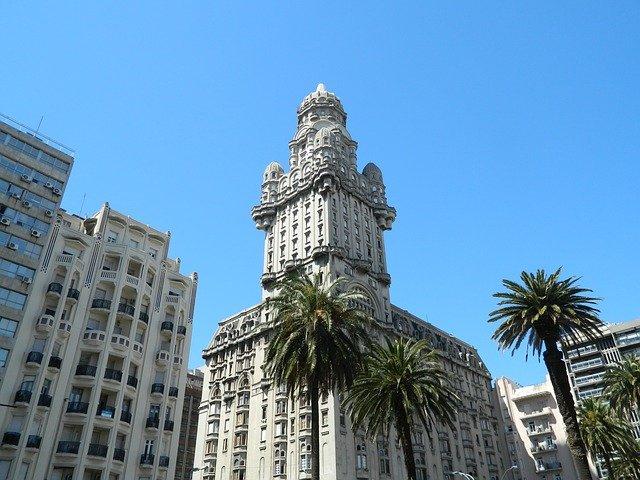 Palacio Salvo, ubicado en la ciudad de Montevideo, Uruguay.